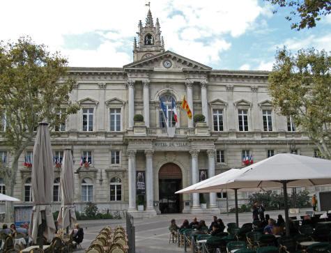 Avignon city hall hotel de ville d 39 avignon in avignon france for Accouchement en piscine en france